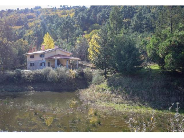 Quinta com lago e ilha na Covilhã